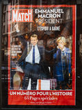 Emmanuel Macron med hans fru Brigitte Trogneux på Paris Match p Arkivbild