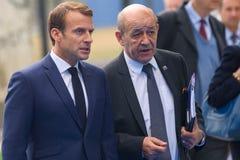 Emmanuel Macron prezydent Francja i Jean-Yves Le Drian, Służy dla Europa i Cudzoziemski - sprawy przyjeżdżają NATO-WSKI szczyt 20 fotografia stock