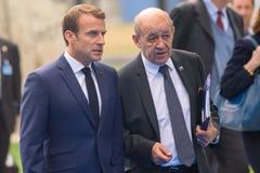 Emmanuel Macron prezydent Francja i Jean-Yves Le Drian, Służy dla Europa i Cudzoziemski - sprawy przyjeżdżają NATO-WSKI szczyt 20 zdjęcie royalty free