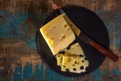 Emmental suave meio-duro amarelo do queijo suíço Imagens de Stock Royalty Free