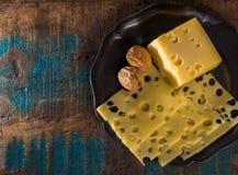 Emmental suave meio-duro amarelo do queijo suíço Imagem de Stock Royalty Free