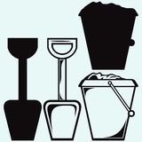 Emmer en spade met zand, de hulpmiddelensymbool van het jong geitjespeelgoed Royalty-vrije Stock Afbeeldingen