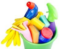 Emmer met het schoonmaken van artikelen stock foto