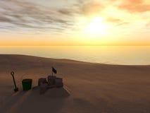 Emmer, spade en zandkasteel op een strand. Stock Foto