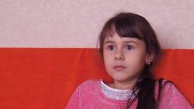 Emoções de uma menina vídeos de arquivo