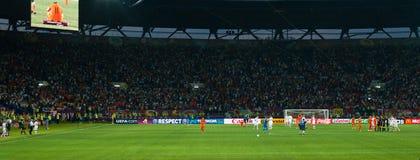 Emociones de los equipos de fútbol de Países Bajos y de Dinamarca Imagen de archivo libre de regalías