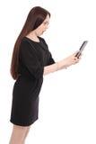 Emociones del adolescente La muchacha sostiene la tableta Imágenes de archivo libres de regalías