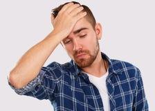 emociones Hombre joven en camisa azul Imágenes de archivo libres de regalías
