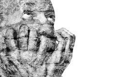 Emocjonalnie niezrównoważony starsza osoba mężczyzna z jego rękami blisko twarzy Zdjęcia Stock