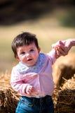 Emocjonalny portret dziewczynka outdoors Zdjęcia Stock