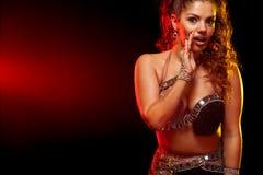 Emocjonalny portret pi?kna kobieta, tradycyjny ballydance tancerz taniec etniczny Brzucha taniec dancingowy plemienny dziewczyna obraz royalty free