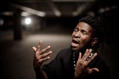 Emocjonalny zakończenie w górę portreta gestykuluje afro amerykański facet Fotografia Stock