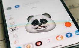Emoji för animoji för pandabjörn som 3d frambrings av iphone för framsidalegitimationansiktsbehandling Fotografering för Bildbyråer