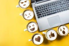 Emoji für Kommunikation in den sozialen Netzwerken Lizenzfreies Stockfoto