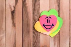 Emoji mignon de rire de coeur image stock