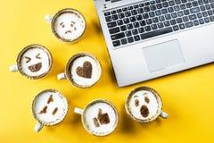 Emoji para la comunicación en redes sociales fotos de archivo libres de regalías