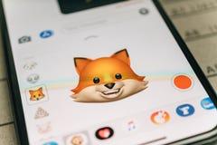 Emoji van vos dierlijke die 3d animoji door gezichtsrecognit van Gezichtsidentiteitskaart wordt geproduceerd Stock Fotografie