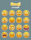 Emojiinzameling De grappige grappige geplaatste gezichten van beeldverhaal gele smiley stock illustratie