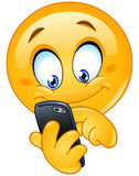 Emoticon με το έξυπνο τηλέφωνο Στοκ φωτογραφία με δικαίωμα ελεύθερης χρήσης