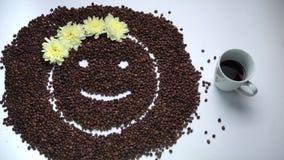 Emoticon della ragazza con le oscillazioni di umore della corona del fiore video d archivio