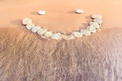 Emoticon en la arena Imagen de archivo libre de regalías