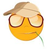 Emoticon misstrauisch in Sonnenbrille auf weißem Hintergrund Stockbild