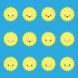 Emoticons sonrientes del sol Sistema del sol de la sonrisa de la historieta del vector Ejemplo del sol de la cara de la historiet stock de ilustración