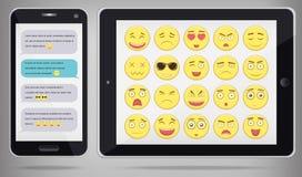 Emoticonuppsättning med PC för realistisk telefon och minnestavla Emoticon för webbplatsen, pratstund, sms Modern plan design vek Royaltyfri Foto