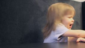 Emoties van het kind stock video