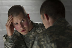 Emotional soldier talking with peer, horizontal Royalty Free Stock Photos