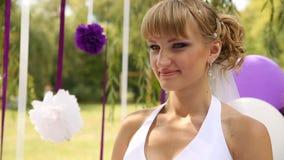 Emotionale Braut auf Hochzeitszeremonie stock video footage