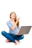 Emotionale Frau 25 Jahre mit einem Computer Stockfotos