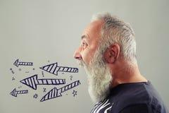 Emotionaler älterer schreiender Mann Stockfotografie