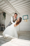 Emotionaler Moment der Hochzeitstanz lizenzfreies stockfoto