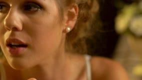 Emotionaler weiblicher Gesichtsfrauenavatara stock footage