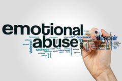 Emotionales Missbrauchswort-Wolkenkonzept auf grauem Hintergrund Stockfoto