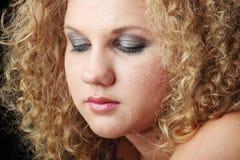 Emotionales Portrait mit Rissen auf dem Gesicht Stockbilder