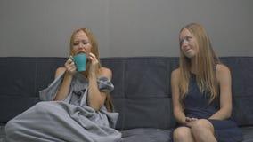 Emotioneel intelligentieconcept E Zij probeert aan stock video