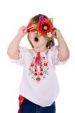 Emotioneel klein meisje met Oekraïense kroon. Royalty-vrije Stock Foto's