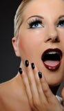 Emotioneel mooi vrouwengezicht met heldere samenstelling Stock Foto's