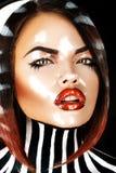 Emotioneel portret van mooi brunette met nat gezicht Stock Foto's