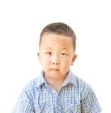 Emotionele Aziatische oude jongen 6 jaar, geïsoleerd op witte achtergrond Royalty-vrije Stock Fotografie