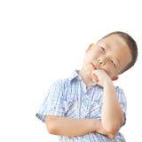 Emotionele Aziatische oude jongen 6 jaar, geïsoleerd op witte achtergrond Stock Foto's