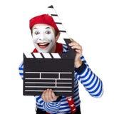 Emotionele grappig bootst acteur na die zeemanskostuum dragen royalty-vrije stock afbeeldingen
