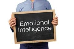 Emotionele Intelligentiekwestie die met het bord van de kindholding met tekst wordt afgeschilderd stock foto
