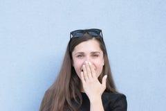 Emotionell fotofors av den unga kvinnan arkivfoton