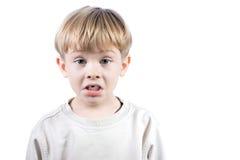 emotionell pojke isolerat little som är vit Arkivfoto