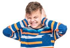 Emotionell stående av den tonåriga pojken Arkivfoton