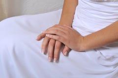 emotionella händer för begrepp som tillsammans rymmer kvinna två Royaltyfria Bilder