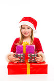 Emozionante felice della ragazza del bambino di Santa di Natale con i regali del nastro Fotografia Stock